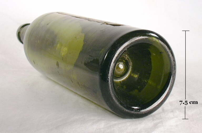 Hyperlink to a picture of a wine bottle base with a mamelon.