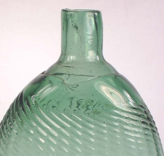 Hyperlink to a close-up picture of a Mid-western Pitkin style flask.