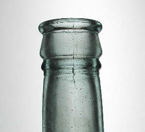Club sauce finish on a late 19th century bottle; click to enlarge.