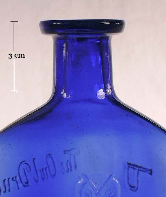 Hyperlink to an image of this bottles shoulder, neck, and finish.