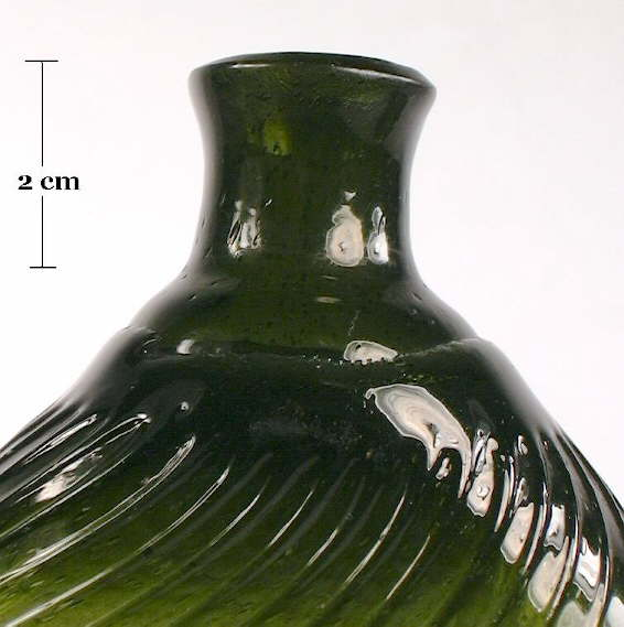 Hyperlink to a close-up picture of this flasks shoulder and neck.