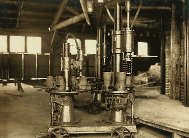 O'Neill milk bottle machine in 1908; click to enlarge.