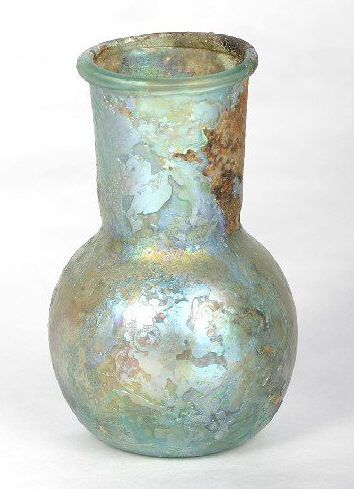 Hyperlink to an image of an ancient Roman bottle.
