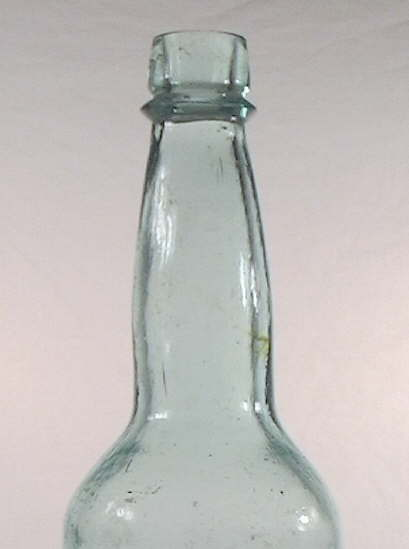Hyperlink to a close-up view of the quart Budweisers shoulder, neck, and finish.