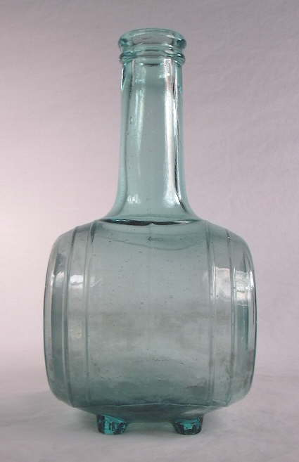 Hyperlink to a side view image of the Chace & Duncan sauce bottle.