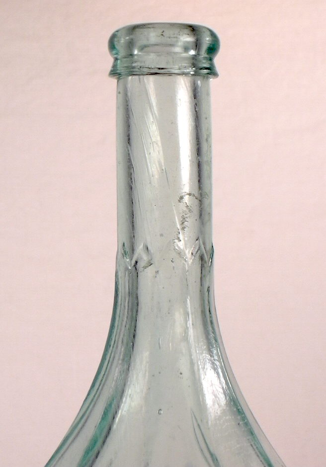 Hyperlink to a close-up image of this bottles shoulder, neck and finish.